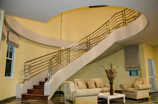 Satuk Home Curved Stairwell